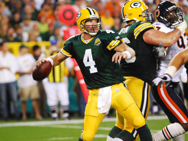 Brett Favre will have his jersey retired during a Thanksgiving game at Lambeau Field
